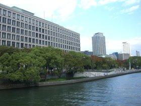 淀屋橋から「大阪市役所」「大阪市中央公会堂」を望む
