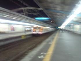 過ぎ去る夜の電車